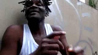 Kalo Tshiekela professeur de danses, danseur et chorégraphe congolais.