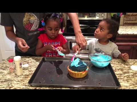 Sophie and Ollie Show Ep 2 - cupcake