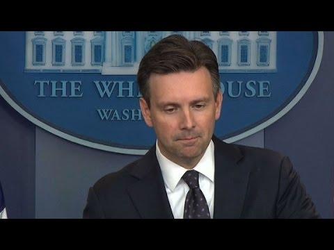 White House will neither defend nor criticzize Comey