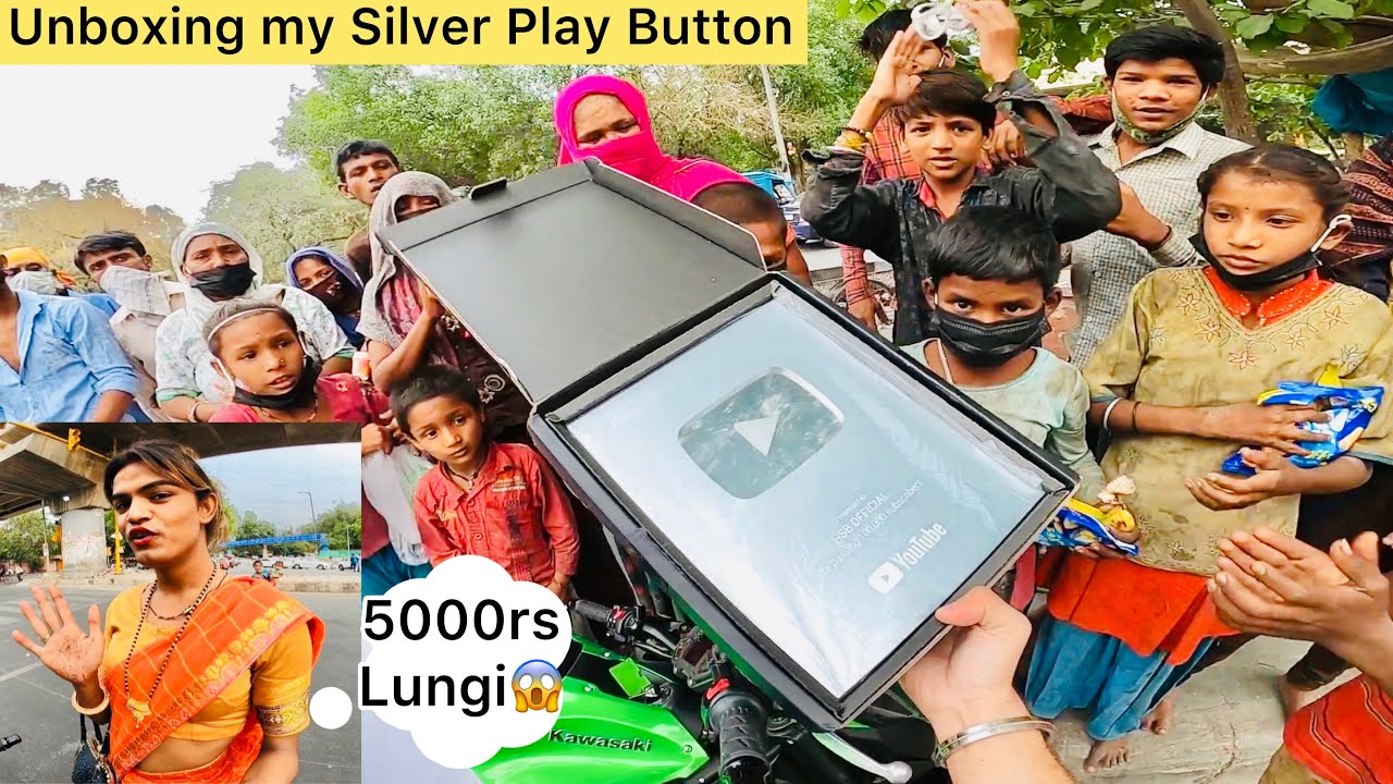 """Kinnar(हिजडे) ne mange 5000rs😱 Unboxing """"My SILVER PLAY BUTTON"""" On Road With Homeless People's"""
