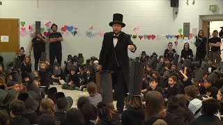 Hundreds of Kids Dress up as Abraham Lincoln in World Record Attempt