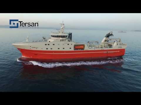 Смотреть Rammi HF takes delivery of their new modern stern freezer trawler онлайн