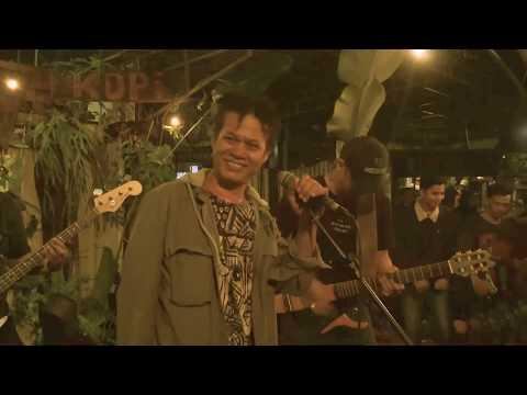 Tony Q Rastafara, Masanies Saichu, Bastian Cozy - Stir It Up (Live At Join Kopi Bulungan)