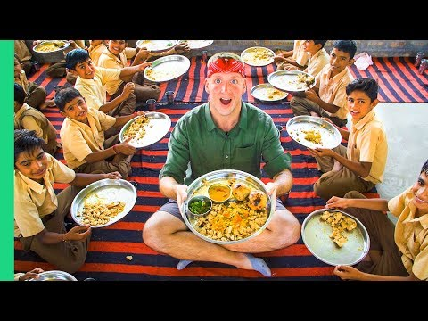 TRADITIONAL DAL BAATI Cooked for 50 School Kids! Unique DESERT Food in Rajasthan