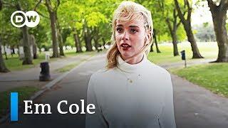 Die britische Multimediakünstlerin Em Cole | DW Deutsch