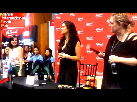 Manila International Book Fair 2015 (Christine Brae, Coleen Hoover, Tarryn Fisher) Fan Sings
