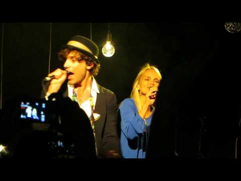 "Mika And Kristin Chenoweth Perform ""Popular Song""!"