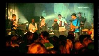 PMMP feat. Jätkäjätkät-Joku Raja & Matkalaulu[Tavastia 15.2.2011]
