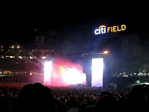 Paul McCartney Citi Field 7/18/09 Live and Let Die clip