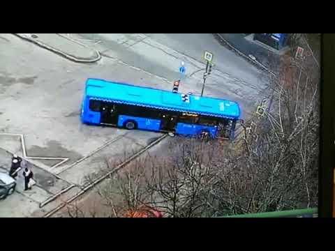 Авария. Автобус наехал на женщину с ребёнком в Кунцево (16.11.2019)