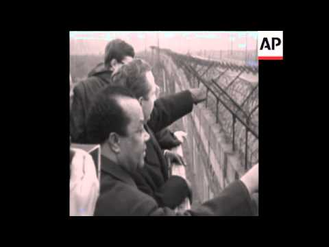 CAN 376 PRESIDENT GRUNITZKY VISITS BERLIN WALL