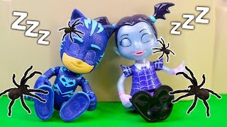 PJ Masks Gekko Plays Halloween Tricks on Vampirina and Owlette with the Assistant