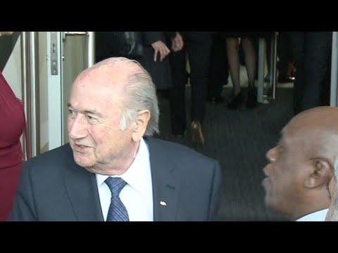 Blatter irá à Copa da Rússia 'convidado por Putin'