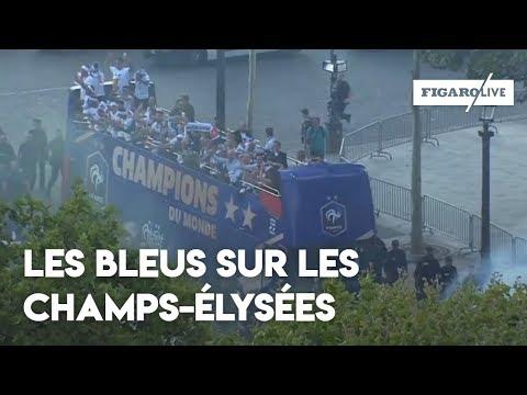 Le bus de l'équipe de France défile sur les Champs-Élysées!