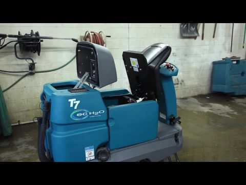 Tennant T7 Ride On Scrubber Dryer (Industrial Floor Cleaning Machine)