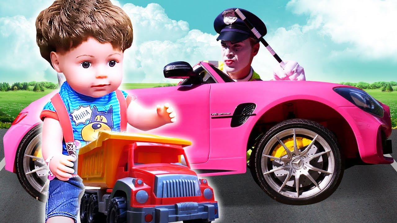 Видео для малышей про машинки. Клоун навел порядок на дороге? Игрушки для детей и Беби Бон за рулем