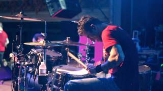 Cyrus Bolooki from New Found Glory drumming.