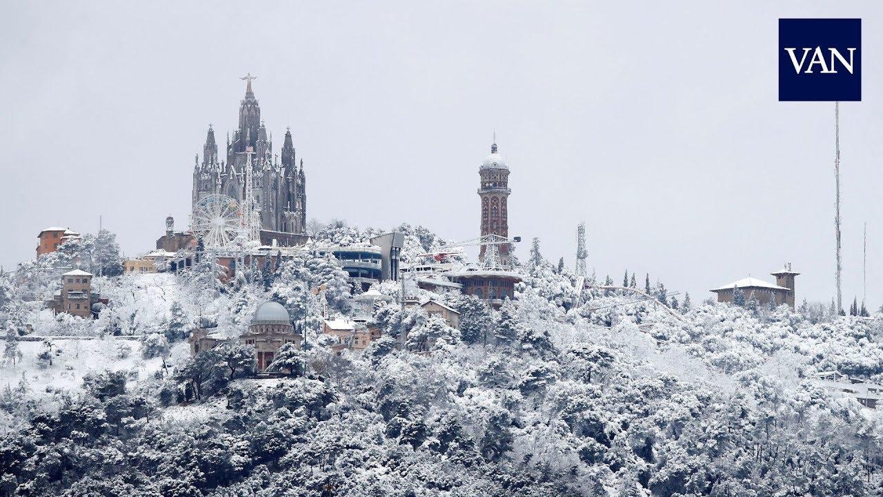 Feia molt temps que no es veien nevades tan copioses al Tibidabo. I menys que ho fes 4 dies entre febrer i març.