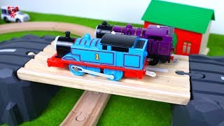 Trains for kids in the brio city - Thomas and friends train race -  Toy Train video for kids