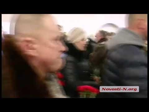Новости-N: В Николаеве прощаются с летчиком Владиславом Волошиным