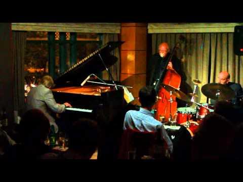 Alan Broadbent Trio live at The Kitano, New York, USA  Jazz Piano