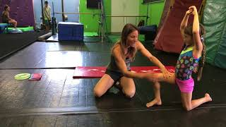 Teaching kids how t๐ do a cartwheel: Try these progressions