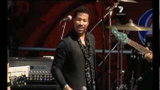 Lionel Richie - Hello (Live at 2010 AFL Grand Final Replay) (2/10/2010)