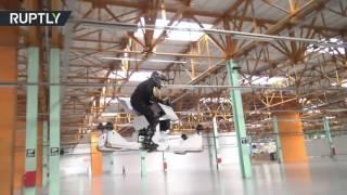 مهندسون روس يعرضون لوحا طائرا