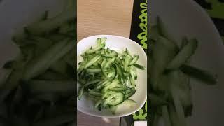 Салат для похудения из пекинской капусты и семги