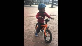 Aimar riding his BMW Kidsbike in Parque El Virrey!(, 2016-01-13T04:08:40.000Z)