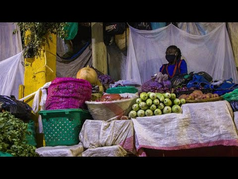 Uganda: Market vendors navigate strict coronavirus-prevention curfew