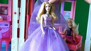 Сериал с куклами, Жизнь в доме мечты Барби, Розали примеряет свадебное платье Барби