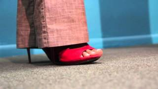 How Do I Accessorize Red Shoes With a Brown Pant Suit?