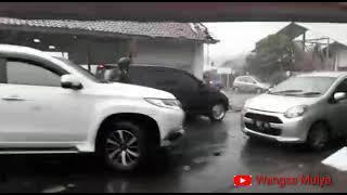 Download Video Bencana Alam Angin Puting Beliung di Bogor melanda Kawasan Lawanggintung,Batutulis,Cipaku, Pamoyanan MP3 3GP MP4