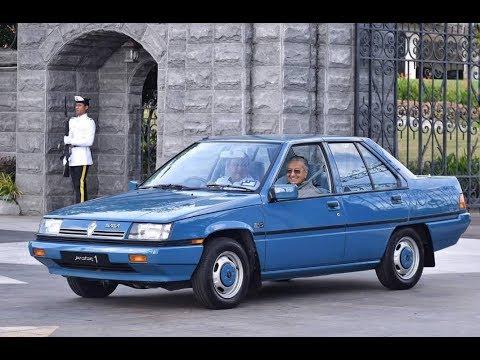 Sultan Johor hantar Tun M dengan Proton Saga pertama