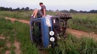 Monster Daihatsu HiJet Roll Bar Testing Crash.  ダイハツ ハイゼットトラック
