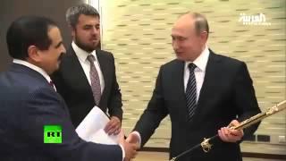 ملك البحرين يهدي بوتين سيفا دمشقيا حادا