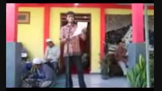 Ahmad Moehdor al-Farisi baca puisi di pernikahan sahabatnya