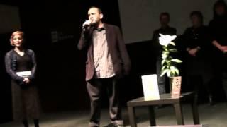 Nacho Cabana acepta el L´H Confidencial con un monólogo humorístico.