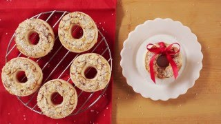 Pretty Almond Wreath Cookies