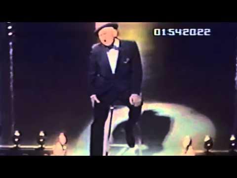 Jimmy Durante singing
