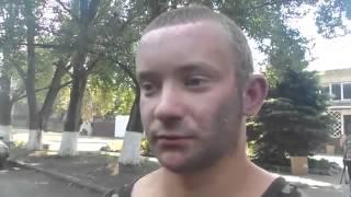 Война видео Украина Донбасс  2015  Моторола в грубой форме допрашивал бойца из ВСУ  БОЕЦ СТОЙКО ДЕРЖ