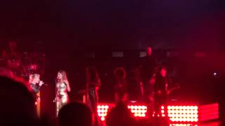 Kelly Clarkson - Miss Independent (Honda Civic Tour) Maroon 5 live at Verizon Wireless Amphitheater