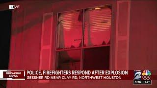 Gambar cover Massive explosion rocks Houston