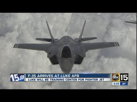 1st F-35 jet flies into Luke Air Force Base