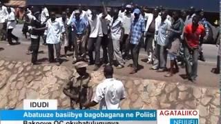 Abatuuze basiibye bagobagana ne Poliisi thumbnail