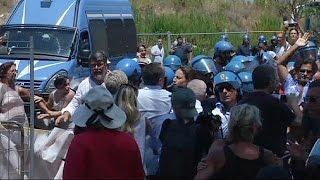 السكان في إيطاليا يحتجون على إيواء المهاجرين في مناطقهم   18-7-2015