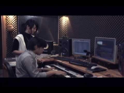 Yêu – Triệu Hoàng ft. Miss Teen Huyền Trang (Official)