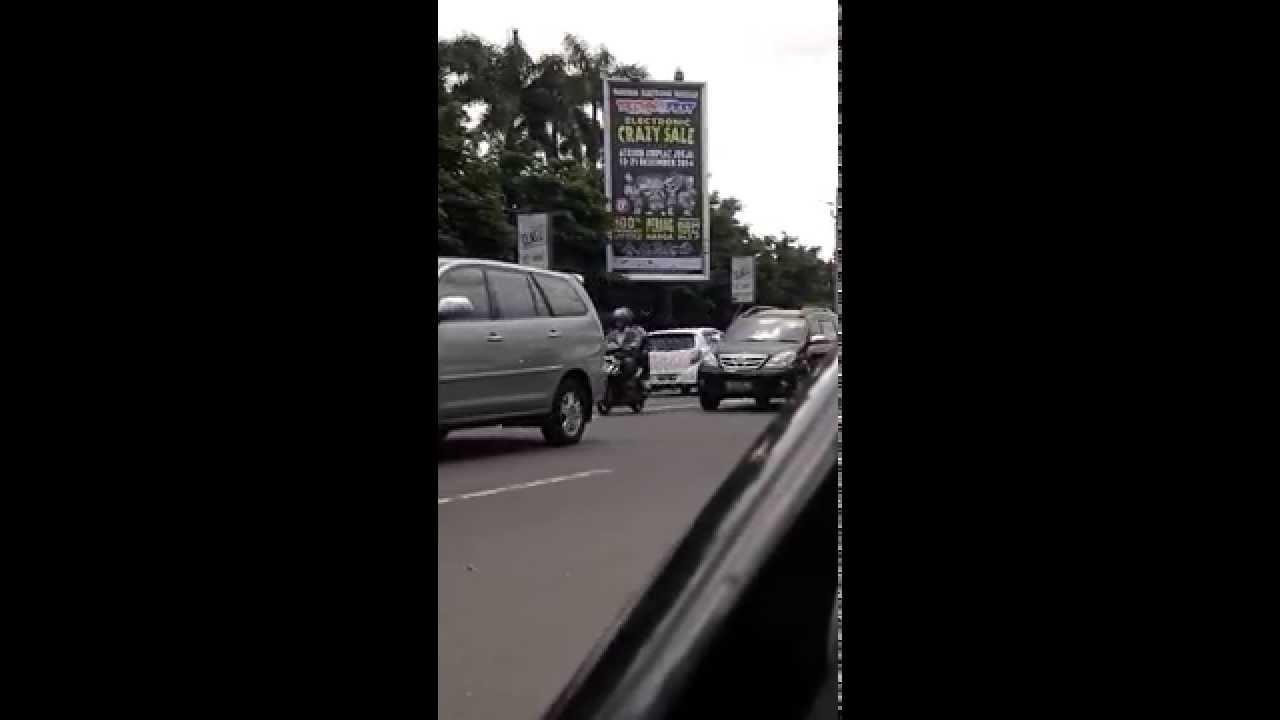 Suasana Depan Bursa Mobil Bekas TVRI Jogja - YouTube