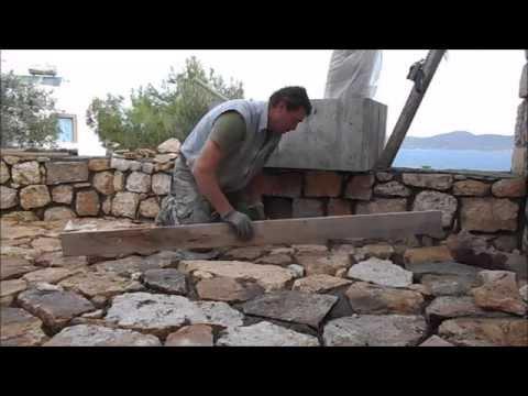 Вымащиваем площадку и дорожку натуральным камнем